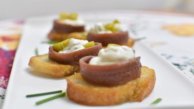 canape anchoas AOVE y queso crema