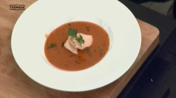 sopa de tomate con bonito de norte de conservas Nardín